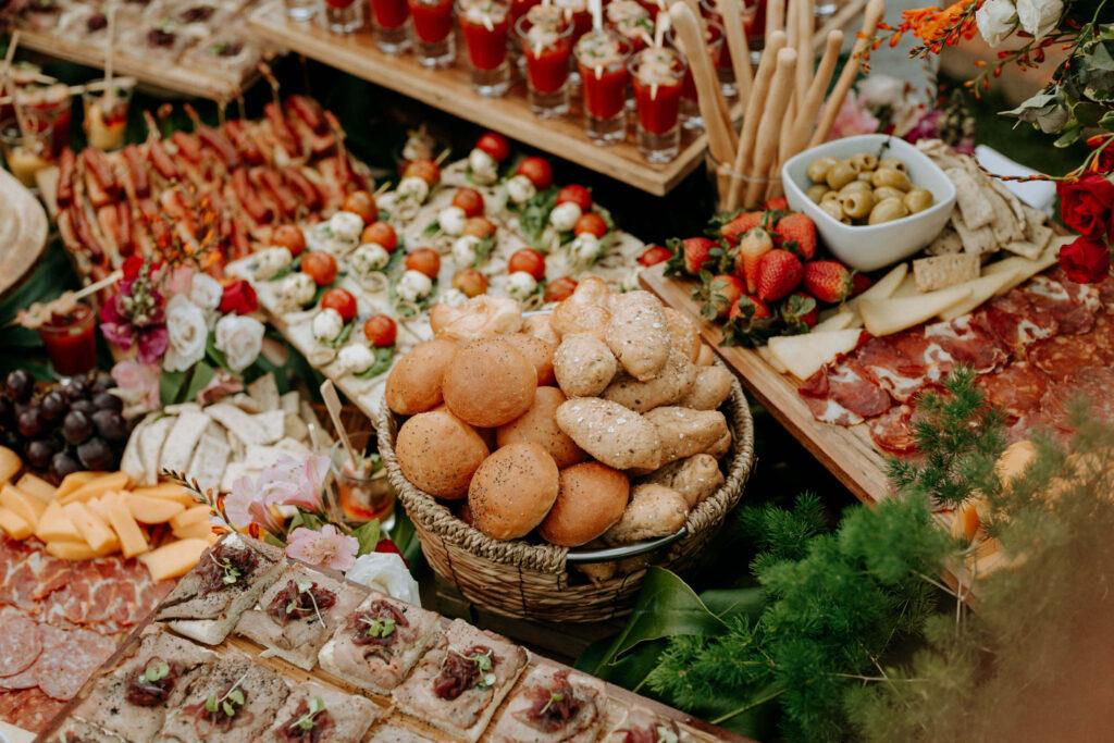 Decoración de mesas para bodas sencillas y económicas